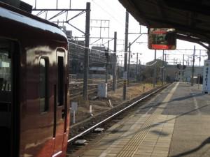 赤いボディの名鉄電車
