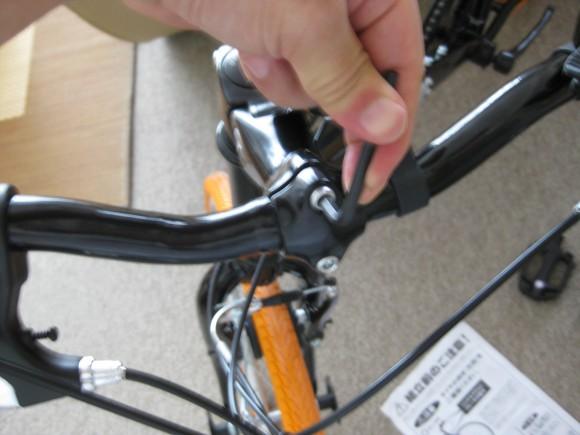 クロスバイクのハンドルを取り付ける