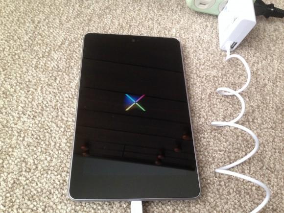 アンドロイドタブレット ASUS Nexus7(ME370T) 電源ON