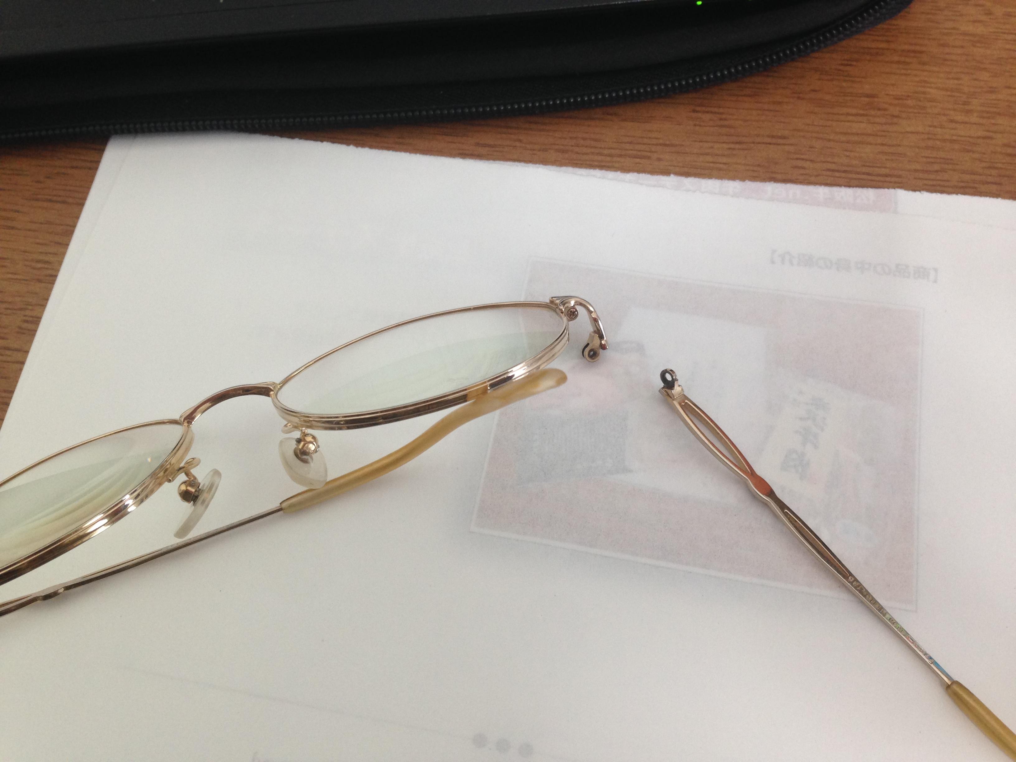 バキッと折れてしまったメガネフレーム