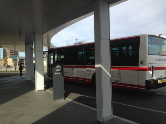 稲沢市民病院前で停車する名鉄バス