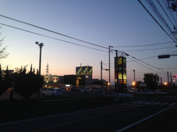 夕暮れ時のアピタ稲沢店