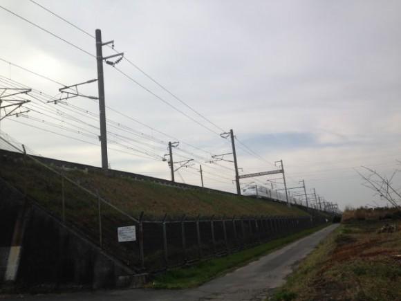 N700系新幹線が目の前を通り過ぎるのを連写してみた