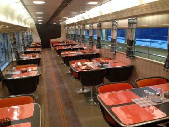 レトロなデザインの食堂車