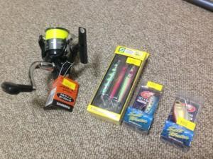 初めてのシーバス釣り参戦のため、リールとルアーを買ってきました。