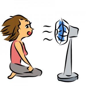 扇風機に当たる女性