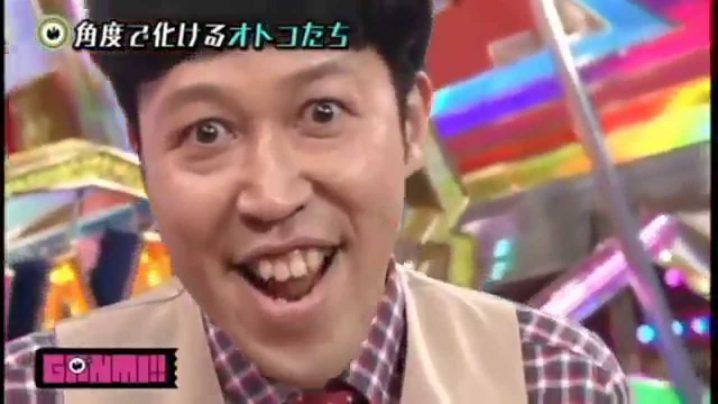 吉本新喜劇の座長、小籔千豊がゲス極「私以外私じゃないの」ドラムプレイを披露