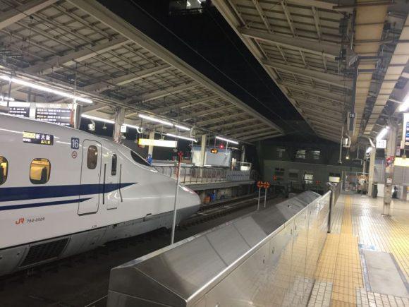 線路はどこまでも続かないことを教えてくれる東京駅