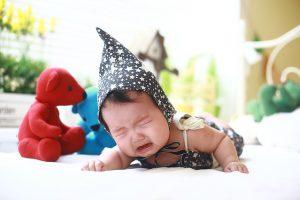 赤ちゃんの夜泣きで困ってる方必見!一発で寝かしつけられる一曲はコレだ!