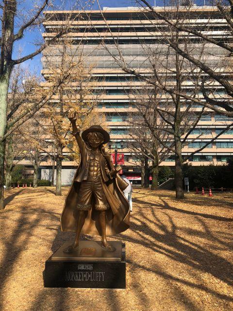 ルフィ像の場所は熊本県庁前県庁前のイチョウ並木が特徴的なプロムナードに