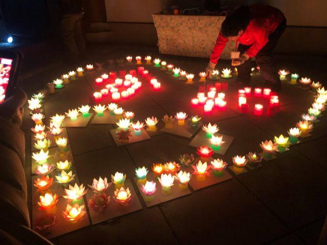 東別院の年末イベント「デジタル掛け軸」 令和とハートの蝋燭