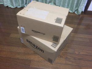 Amazonから届いた、技術本の詰まった段ボール箱の写真