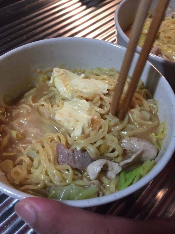 アイスが溶けるまで混ぜる!ジョブチューンのマルちゃん正麺味噌味「冷やし甘酒味噌ラーメン」を作ってみた